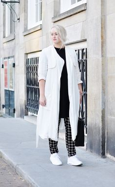 OUTFIT WHITE COAT