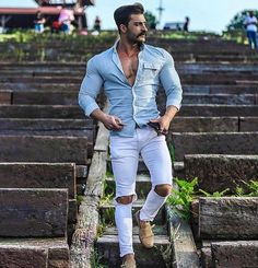 Mens Jenas Brand Super Spray on Sskinny jeans men white Street Fashion Stylish Men, Men Casual, Light Blue Ripped Jeans, Formal Men Outfit, Moda Do Momento, Lässigen Jeans, Mens Fashion Blog, Gym Men, Sexy Men