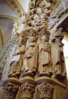 Agosto cierra con una cifra muy alta de peregrinos hacia Santiago de Compostela, un 7 por ciento más que en agosto de 2014: http://www.guiarte.com/noticias/sigue-marea-peregrina-agosto15.html