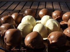 Trufe de ciocolata Romanian Desserts, Romanian Food, Romanian Recipes, Delicious Deserts, Fun Cooking, Something Sweet, Caramel Apples, Cake Recipes, Sweet Treats
