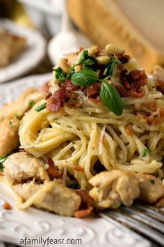 Perfect Chicken Carbonara – An authentic, restaurant-quality recipe for a classic Italian dish! Plus, ideas for prepping the ingredients ahead of time so dinner can be ready in just 10 minutes! The post Chicken Carbonara appeared first on Recipes . Chicken Carbonara Pasta, Carbonara Sauce, Classic Italian Dishes, Italian Foods, Authentic Italian Recipes, Italian Entrees, Pasta Dishes, Carne, Gastronomia
