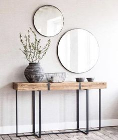 a duo of round mirrors in simple frames for a boho chic entryway Lobby Design, Design Entrée, Home Design, Blog Design, Design Trends, Design Ideas, Design Room, Design Inspiration, Modern Design