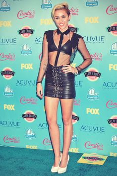 Miley Cyrus attend 2013 Teen Choice awards