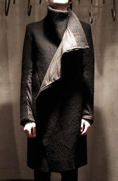 wool blazer with detachable leather gloves Dark Fashion, Minimal Fashion, Fashion Wear, Love Fashion, Fashion Beauty, Winter Fashion, Mens Fashion, Fashion Trends, Future Fashion