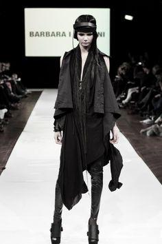 Goth Fashion Tips To Fit All Style Preferences Catwalk Fashion, Dark Fashion, High Fashion, Fashion Looks, Womens Fashion, Female Fashion, Lbd, Dystopian Fashion, Apocalyptic Fashion