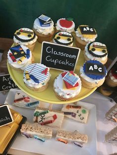 Don't miss the fun cupcakes at this end of school party! See more party ideas and share yours at CatchMyParty.com #catchmyparty #partyideas #cupcakes #endofschoolparty #schoolsout