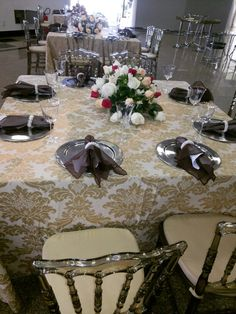 Linda decoração do casamento da Letícia e do Glauber em Patos de Minas by Neimar Ferreira. Cuidado em cada minimo detalhe!!!