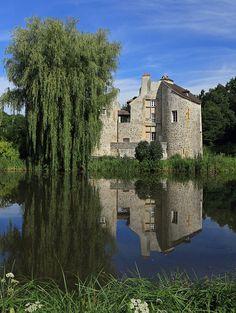 (Val d'Oise) Le Château de la Chasse se situe au cœur de la forêt de Montmorency, officiellement sur la commune de Saint-Prix