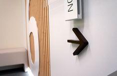 Detalle directorio de planta para sede de Bankia en Madrid. Interior Exterior, Madrid, Door Handles, Wall Lights, Doors, Lighting, Home Decor, Plants, Interiors