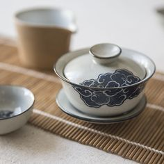 Nuage Gaiwan and Cups - I love the unique pattern of this gaiwan