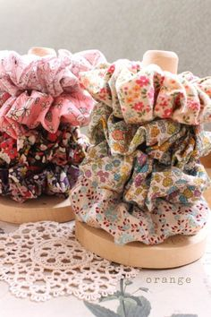 Am i the only one who still loves scrunchies?! ♥♥