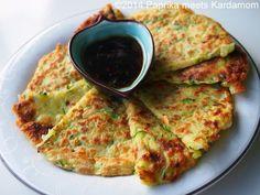 Koreanische Zucchinipfannkuchen mit Sojasauce-Reisessig-Dip - ABENDESSEN