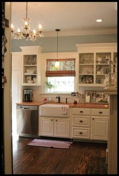 Looking for some great ideas to develop a shabby chic theme inside your new kitchen? Shabby Chic kitchen style has its own origins in traditional English and Small Cottage Kitchen, New Kitchen, Kitchen Dining, Kitchen Ideas, Kitchen Colors, 1950s Kitchen, Kitchen Sinks, Small Country Kitchens, Ranch Kitchen