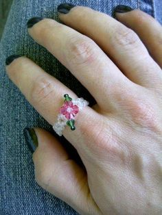 Beaded flower ring with leaves