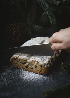 Vegan stollen - This is how traditional biscuits are made with purely vegetable ingredients - Artandalmonds Christmas Bake Off, Vegan Christmas, Christmas Baking, Gold Christmas, Christmas Tree, Best Cake Recipes, Vegan Recipes, Vegan Clean, Vegan Sweets