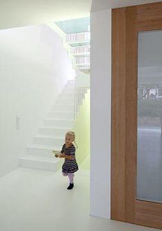 Zwischen-Raum Contemporary Decorative Pillows, Contemporary Bathroom Designs, Contemporary Interior Design, Colorful Interior Design, Colorful Interiors, Design Studio, House Design, German Houses, Traditional House