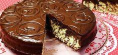 Diese Kombination aus Kokos und Schokolade verleihen dem Bounty-Zebrakuchen nicht nur seinen Namen, sondern machen ihn vor allem zu einem extrem leckeren Geschmackserlebnis. Durch die Verwendung zweier unterschiedlich farbiger Teige bekommt der Bounty-Zebrakuchen seine typische Struktur.