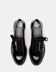 Da Stradivarius troverai 1 Blucher stringhe velluto donna per soli Italia . At Stradivarius you will find 1 Blucher velvet strings for only Italy. Enter now and discover it together with Dream Shoes, Crazy Shoes, Cute Shoes, Me Too Shoes, Estilo Tomboy, Shoe Boots, Shoes Sandals, Flats, Heels