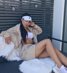 Uploaded by Chyna_doll_xo. Find images and videos about girl, fashion and style on We Heart It - the app to get lost in what you love. Mode Outfits, Fashion Outfits, Womens Fashion, Fashion Trends, Amanda Khamkaew, Looks Style, My Style, Look Con Short, Relaxed Outfit