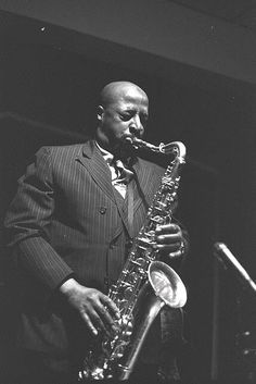 Yusef Lateef : Back in Detroit, a very young Louis Hayes played with Yusef… Jazz Artists, Jazz Musicians, Music Artists, Hard Bop, Oboe, Yusef Lateef, Francis Wolff, Jazz Cat, Classic Jazz