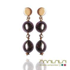 #pendientes de #oro amarillo con #perlas de tahiti en diferentes tonos de gris.  #earings #gold #pearl #accesories #diseñoExclusivo #elegancia #fashion #femenino #fino #gift #guapa #handmade #hautecouturejewelry #instafashion #jewel #joya #joyeria  #joyeriadediseño #ladies #MadeinSpain #madrid #magia #MalalaDePerlas