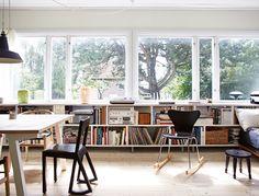 Att kontor omvandlas till bostäder blir allt vanligare. Helena Bloom förvandlade ett före detta arkitektkontor till ett levande och praktiskt hem.  Ovan: I mitten av det före detta kontoret...