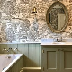 "500 Likes, 9 Comments - Lewis & Wood (@lewisandwood) on Instagram: ""Perfect Royal Oak Wide Width Wallpaper bathroom @nels_eyreinteriors #interiorinspiration…"""