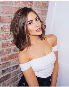 Olivia Culpo middle shoulder length hair style brown hair
