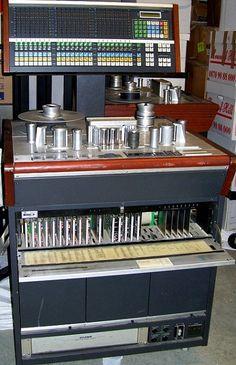 Studer A820 machine Tape - www.remix-numerisation.fr - Rendez vos souvenirs durables ! - Sauvegarde - Transfert - Copie - Digitalisation - Restauration de bande magnétique Audio - MiniDisc - Cassette Audio et Cassette VHS - VHSC - SVHSC - Video8 - Hi8 - Digital8 - MiniDv - Laserdisc - Bobine fil d'acier - Micro-cassette - Digitalisation audio - Elcaset