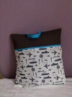 Coussin nomade thème Transports Gris #2 : Linge de lit enfants par fee-moi-belle