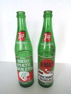 LOT OF 2 VINTAGE 7UP SODA BOTTLE COMMEMORATIVE 16 OZ OHIO BUCKEYES BENGALS 1972 #OHIOSTATEBUCKEYESCINCINNATIBENGALS