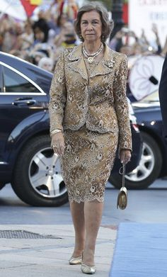 Spanish Royals attend 2017 Princess of Asturias Awards ceremony Royal Fashion, Suit Fashion, Boho Fashion, Womens Fashion, Fashion Design, Princesa Victoria, Queen Sophia, Plus Zise, Suits For Women