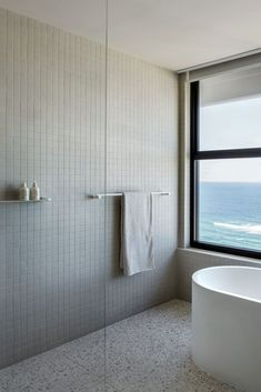 CJH Studio's Gold Coast penthouse is a dreamy beachside escape that proves beautiful design isn't made exclusively with massive budgets and exy materials. Penthouse Apartment, Apartment Interior, Bathroom Interior, Apartment Entrance, Dyi Bathroom, Master Bathroom, Bad Inspiration, Bathroom Inspiration, Foyers