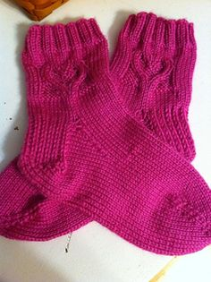 Ravelry: Worsted Valentine Heart Socks pattern by Susan Busbee