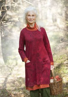 """""""Svampskogen"""" tunic in linen/cotton – Lost in the ancient forest – GUDRUN SJÖDÉN – Webshop, mail order and boutiques Mature Fashion, Fashion Over 50, Cotton Tunics, Cotton Skirt, Bohemian Mode, Bohemian Style, Colourful Outfits, Colorful Clothes, Scandinavian Fashion"""