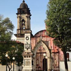Templo de San Francisco de Asís, su origen se remonta a la fundación del conjunto Hospitalario que dió origen a la Ciudad. #uruapan #michoacan #mexico