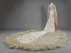 Back view of Margaret Whigham's 1933 wedding dress