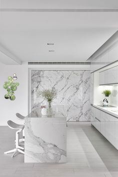 Scenic Ballade: A Living Place with Classic Interior and Simple Yet Stylish Decoration #architecture Kitchen Room Design, Modern Kitchen Design, Home Decor Kitchen, Modern Interior Design, Interior Design Kitchen, Decorating Kitchen, Decorating Games, Modern Decor, Interior Decorating