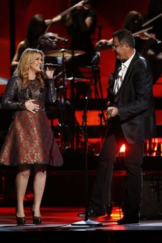 Kelly Clarkson and Vince Gill team up for a killer duet!