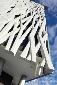 of this apartment building in Brisbane, Australia.Facade of this apartment building in Brisbane, Australia. Architectural Pattern, Architectural Elements, Facade Architecture, Beautiful Architecture, Installation Architecture, Chinese Architecture, Futuristic Architecture, Facade Design, Exterior Design