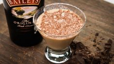 Baileys(R) Irish Cream, peppermint liqueur, and dark chocolate are all you need to shake up this minty martini perfect for holiday parties. Christmas Cocktails, Holiday Drinks, Fun Cocktails, Holiday Recipes, Holiday Parties, Peppermint Martini, Martini Recipes, Drink Recipes, Chocolate Liqueur