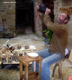 Viva el vino, artesano Foto de carmen aparicio, mercado medieval de Torá de Riubregós, Catalunya