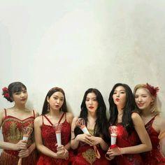 Seulgi, Kpop Girl Groups, Korean Girl Groups, Kpop Girls, Irene, Red Velvet Photoshoot, Red Velet, Fandom, Kpop Fashion Outfits