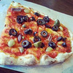 Siciliana pizza at Trevia Pizza di Roma in Itaewon 2-dong, Yongsan-gu.  (May 2013)