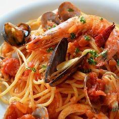 *魚介の旨みたっぷりペスカトーレ*レシピです トマトソース は今日、ご紹介したモノを使っています^^ *材料*(1人分) スパゲティー・・ 100グラム 海老(有頭だ...