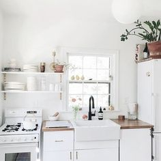 111 Eclectic Kitchen Design, Ideas, Remodel, and Decor For Your Home Kitchen Sink Design, Farmhouse Sink Kitchen, Kitchen Decor, Eclectic Kitchen, Kitchen Ideas, Rustic Kitchen, Farmhouse Decor, Kitchen Layout, Kitchen Backsplash
