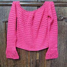 Princesas de plantão!!  Temos essa blusa modelo ciganinha, cor rosa, tamanho P à pronta entrega. Contato-> Wpp: (31)83259804 ou pelo tel: (32)91995248 #croches #blusa #crochesemiliamontes #prontaentrega #pink #cute #bomdia