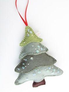 Felt Christmas tree ornament. by toumantz