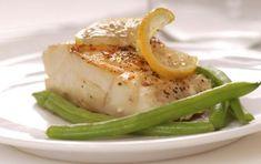 Merluzzo in salsa di agrumi - Preparate il merluzzo in salsa di agrumi come secondo piatto gustoso e leggero. Utilizzate filetti di merluzzo,  preferibilmente fresco, insieme ad arance, pompelmi e lime, sia il succo che gli spicchi degli agrumi pelati a vivo.