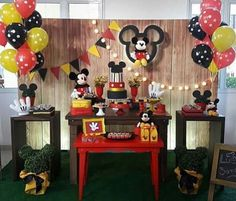 Mickey Mousr, Fiesta Mickey Mouse, Mickey Mouse 1st Birthday, Mickey Mouse Parties, Baby Mickey, Mickey Party, Circus Birthday, Boy Birthday Parties, Mickey Baby Showers